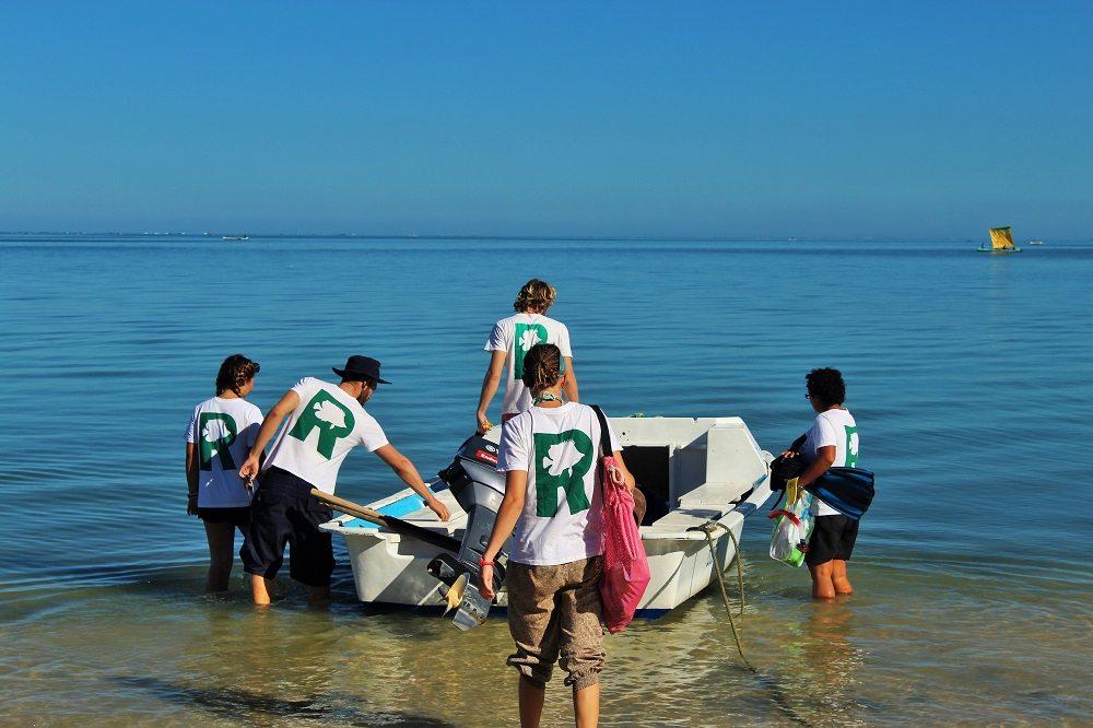 preparing dive boat