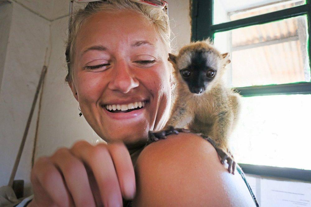 vol with baby lemur