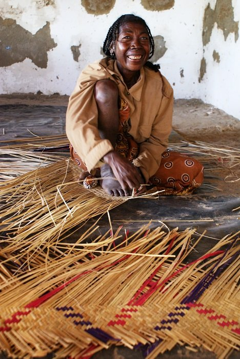weaving artisanal products